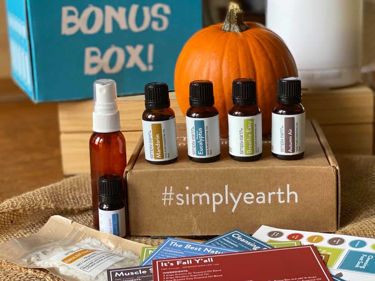 Are you new to essential oils and wondering what the best way is to begin building your collection at the lowest cost possible while learning how to use them?  I want to introduce you to the Simply Earth Essential Oils Recipe Box.  #simplyearth #aromatherapy #essentialoils #subscriptionboxes #essentialoilssubscriptionbox #howtouseessentialoils